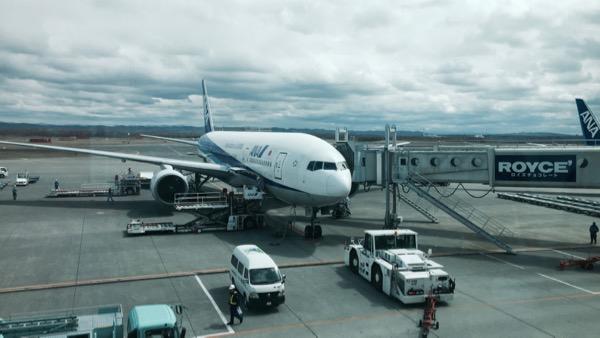 千歳空港はどんよりした曇り空