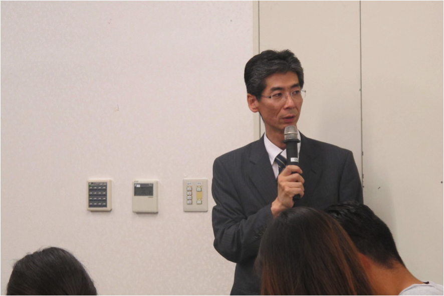 司会の園田康博氏
