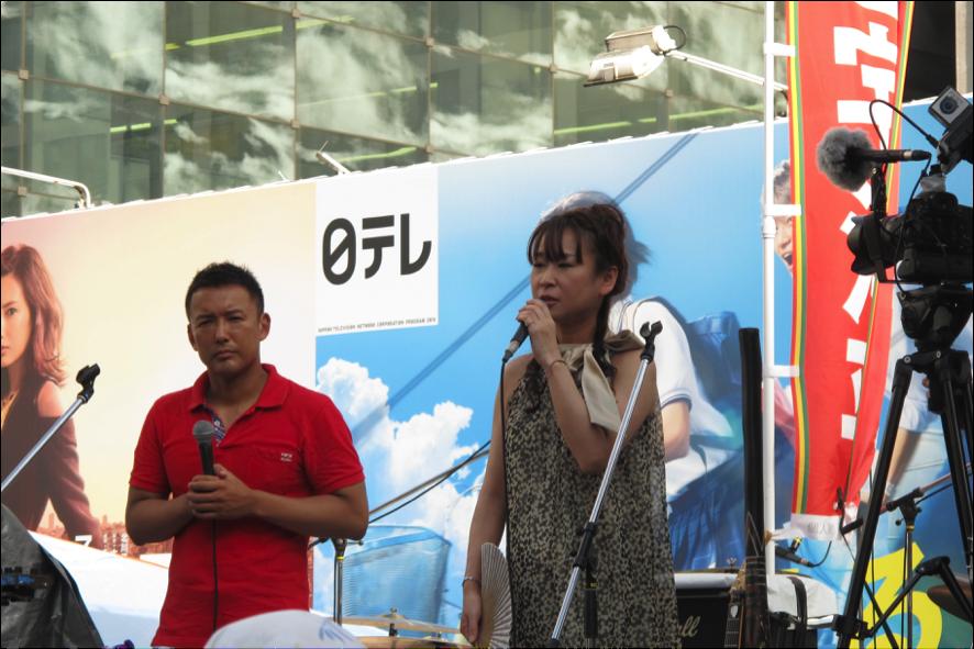 三宅候補が議員になったら貧困者支援の現場を一緒に廻りたいと語る雨宮氏と山本太郎議員