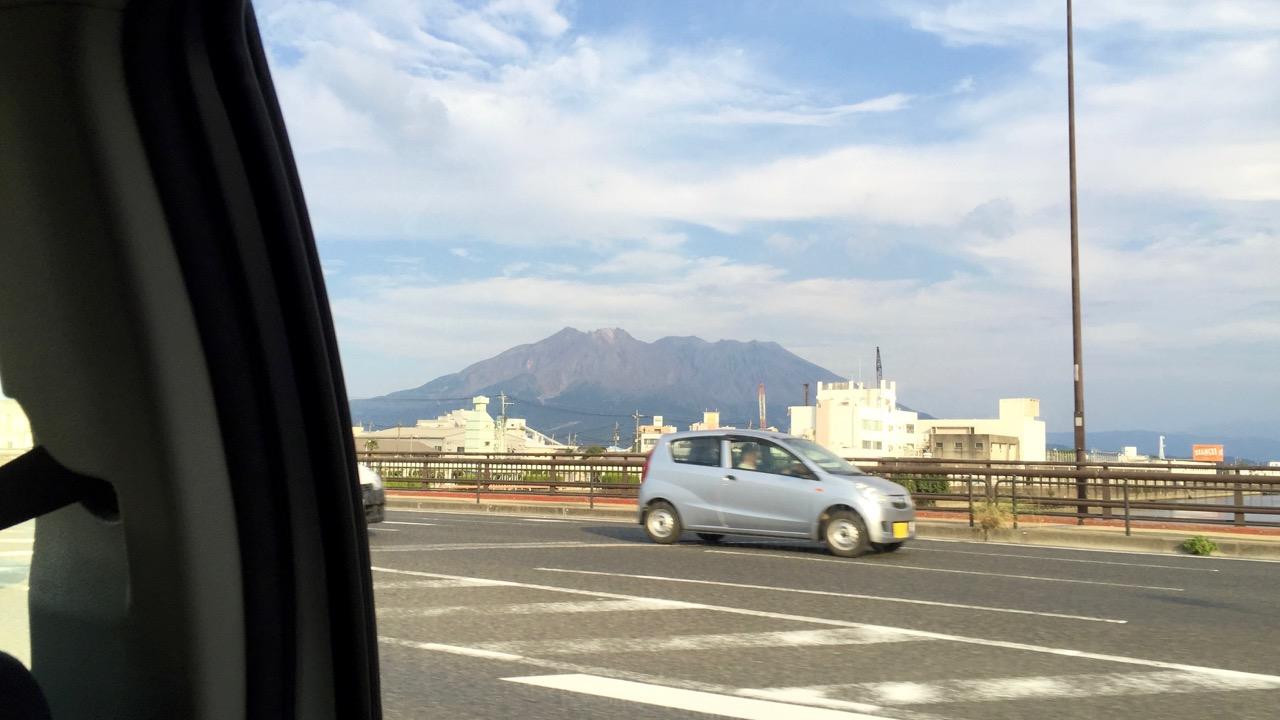 車内から見た桜島